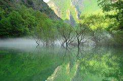 Réflexions en canyon de Matka Image stock