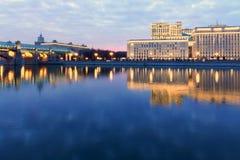 Réflexions en rivière bleue Photo libre de droits