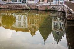 Réflexions en rivière de Dijle des maisons historiques chez le Haverwerf dans Mechelen, Belgique image stock
