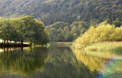 Réflexions en rivière Leven photo libre de droits