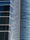Réflexions entre les gratte-ciel Photos libres de droits