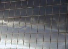 Réflexions nuageuses de jour photographie stock libre de droits
