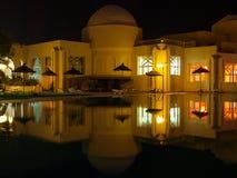 Réflexions orientales de piscine Photo stock