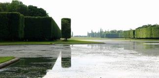 Réflexions palais dans lac, Versailles Photographie stock