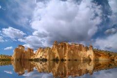 Réflexions rouges de roche Image stock