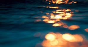 Réflexions sur l'eau belle, bokeh Photos libres de droits