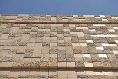 Réflexions sur un mur en pierre Photos libres de droits