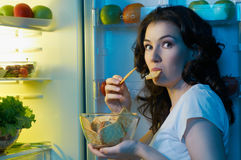 Réfrigérateur avec la nourriture Images stock