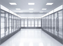 Réfrigérateurs commerciaux vides dans le magasin Images libres de droits