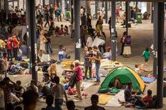 Réfugiés à la station de train de Keleti à Budapest Photo libre de droits