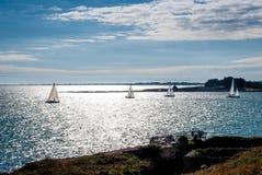 Régate de bateaux à voile en Bretagne, Carnac, France Photographie stock