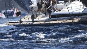 Régate de tasse de rois dans le deatil de Majorque sur le travail d'équipage photos stock