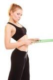 Régime amincissez la fille blonde avec la taille de mesure de bande de mesure Image stock