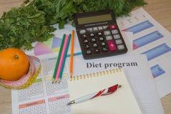 Régime d'aliment biologique naturel sain, composition mûre en fruit de récolte, bande de mesure, calculatrice photographie stock libre de droits