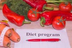 Régime d'aliment biologique naturel sain, composition mûre en fruit de récolte, bande de mesure, calculatrice Suivez un régime le photographie stock libre de droits