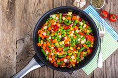 Régime et alimentation saine, ragoût végétal avec des haricots Image libre de droits