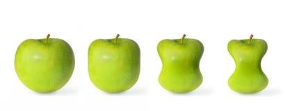 Régime vert de pommes d'isolement sur le fond blanc Image stock