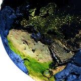 Région d'AEEM sur terre la nuit avec les montagnes exagérées Photo stock