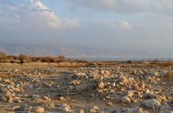 Région de désert au crépuscule, coucher du soleil sur le rivage de la mer morte, désert de Judean, Israël image stock