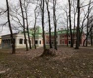 Région de Gomel, secteur de Zhlobin, la BANQUE ROUGE de VILLAGE, Belarus - 16 mars 2016 : Le manoir de Gatovsky est un monument Image libre de droits