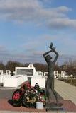 Région de Gomel, secteur de Zhlobin, VILLAGE ROUGE de PLAGE, Belarus - 16 mars 2016 : Complexe commémoratif en plage rouge Photo libre de droits