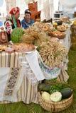 Région de Kaliningrad, Russie Une vente d'exposition de la production agricole à une foire rurale Photographie stock libre de droits