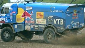 RÉGION DE MOSCOU, RUSSIE - 25 AOÛT 2017 Tir de mouvement lent de conduire le camion russe d'équipe de rassemblement de Dakar de K banque de vidéos