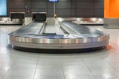 Région de retrait des bagages dans l'aéroport Photographie stock libre de droits