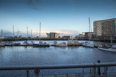 Région de rivière Lagan, de dock, et musée titanique Belfast au coucher du soleil Image libre de droits
