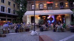 Région de Salonique, Grèce Ladadika avec la foule et la musique en direct banque de vidéos