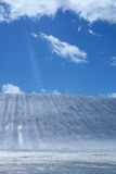Région de ski et ciel bleu Photos libres de droits