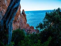 Région sauvage rugueuse de la côte française photo stock