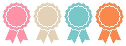 Réglé du rétro graphique de quatre insignes de récompense illustration stock