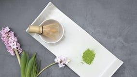Réglé pour préparer le thé de matcha, feuille verte image stock