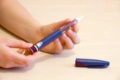 Réglage de la dose d'insuline photographie stock