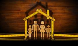 Régua de dobradura de madeira com família - projeto da casa Foto de Stock Royalty Free