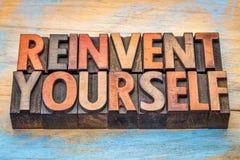 Réinventez-vous - des mots de motivation photographie stock