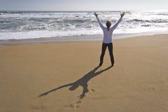 Réjouissance à la plage photographie stock