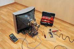 Rénovation de la vieille TV. Photos libres de droits