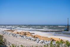 Rénovation des aines à la plage d'Ustka, Pologne Image libre de droits