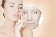 Rénovation du portrait de peau de la femme avec les cercles graphiques pour la poussée Image libre de droits
