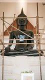 Rénovez la statue de Bouddha dans le temple bouddhiste de Wat Prang Luang image libre de droits