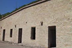 Rénovez une partie de bâtiments dans la forteresse interne de Komarno images libres de droits