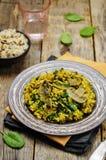 Répand le riz brun de safran des indes d'épinards image stock