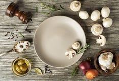 répand les champignons de paris Images stock
