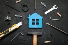 Réparation à la maison de propriété, succès de rénovation Ménage de finances image stock