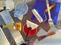 Réparation à la maison Différents outils pour peindre des travaux images stock