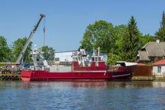 Réparation de bateau de pêche Photographie stock libre de droits