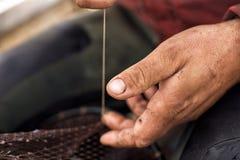 Réparation de filet de pêche Photo stock
