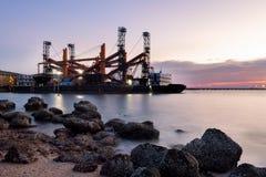 Réparation de la plate-forme pétrolière photo libre de droits